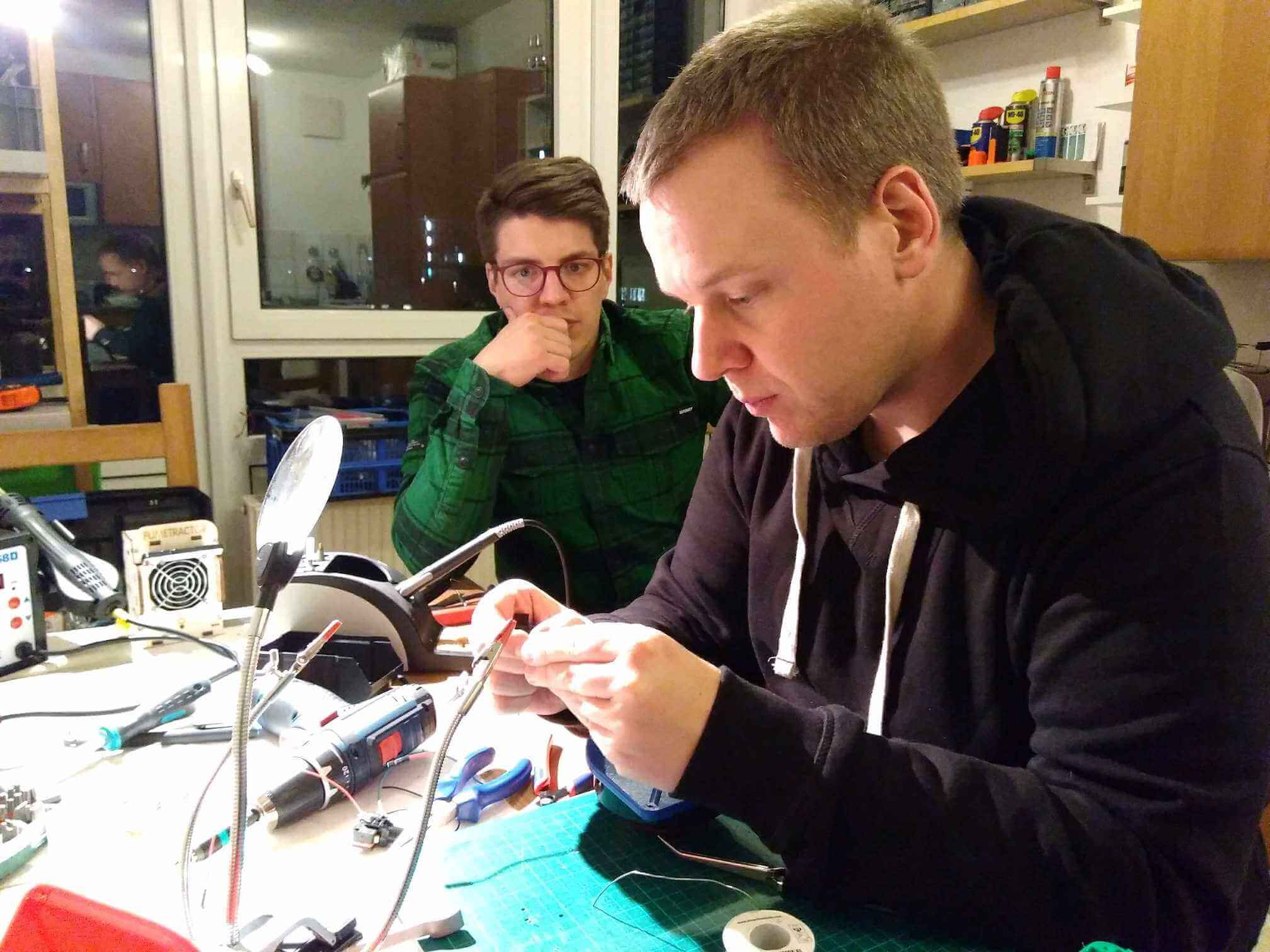things with buzzers: Lars Heß needs to fix Andy Grunwald's hardware bugs.